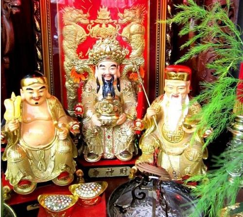 3 vị thần trên bàn thò thần tài