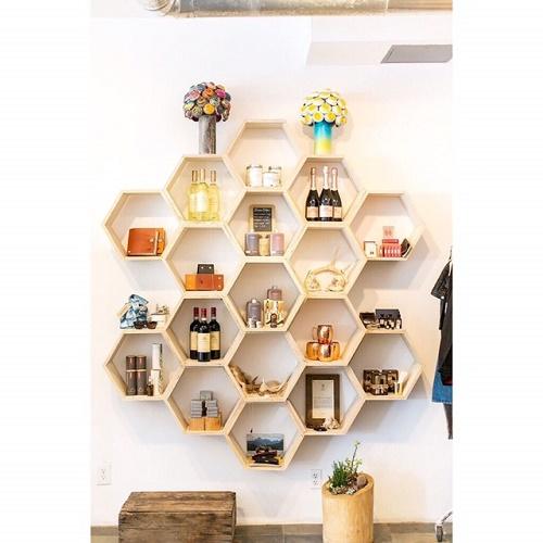 kệ gỗ lục giác cho phòng khách